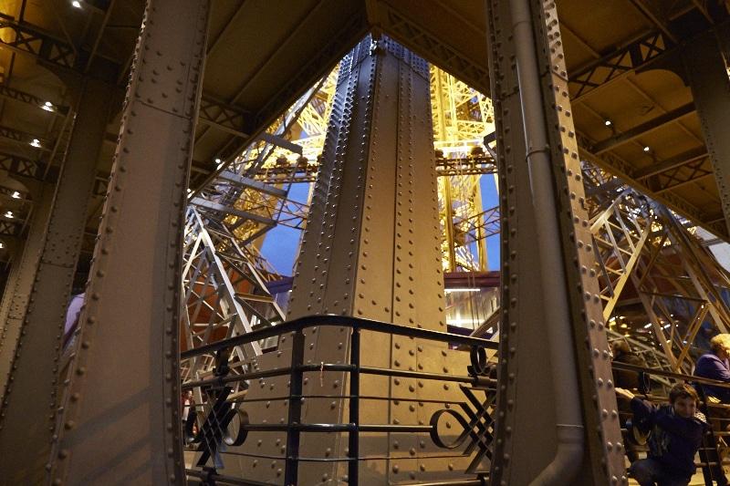 Fridja Eiffel Tower Catwalk Show 20140020