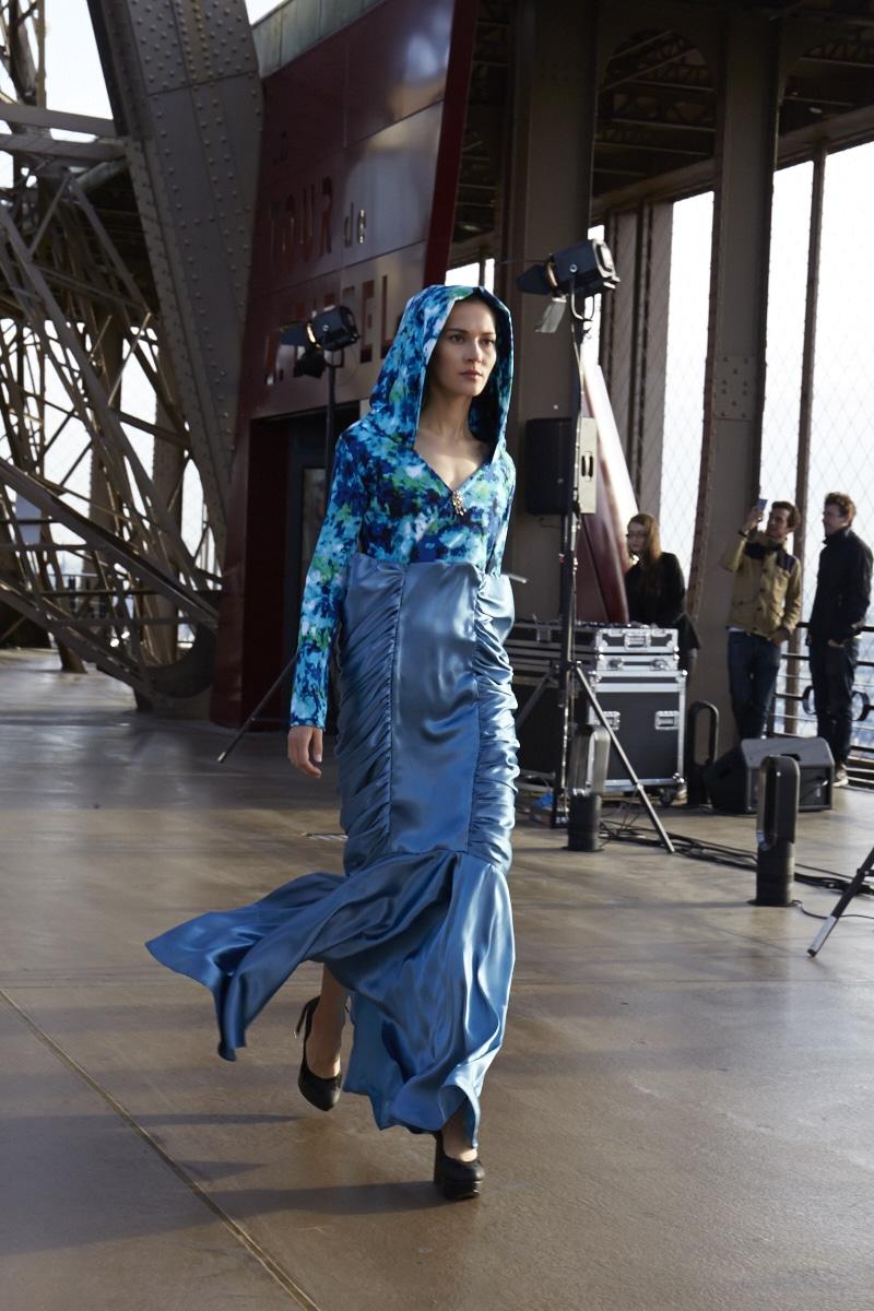 Fridja Eiffel Tower Catwalk Show 20140035