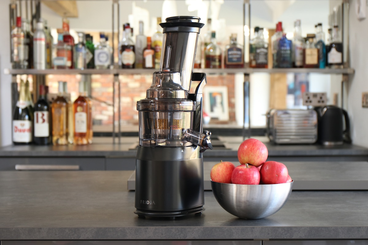 F1800 Whole Fruit Slow Juicer Fridja : Fridja f1900 Cold Pressed Whole Fruit Juicer in Matte Black