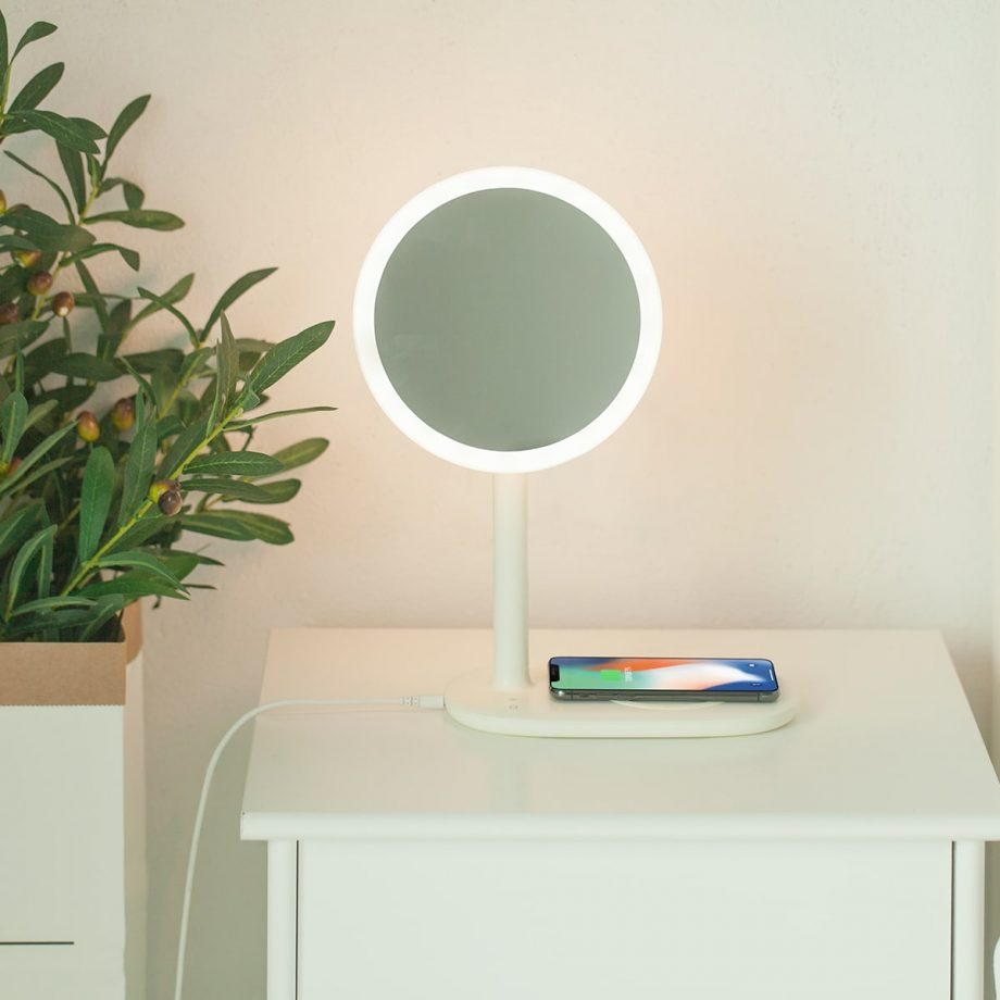 Fridja-f200-Fast-wireless-charging-LED-Mirror-Lamp-White-Lifestyle-Image-2